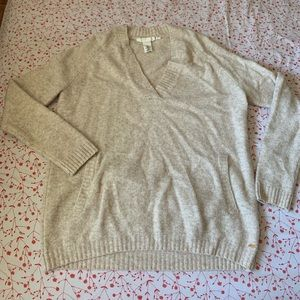 v-neck wool sweater with pocket
